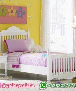 Tempat Tidur Anak Perempuan Putih